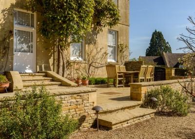 Terraced courtyard garden, Blockley