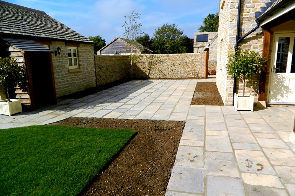 Lanscaped garden in Southrop by Dan Groves Contracting