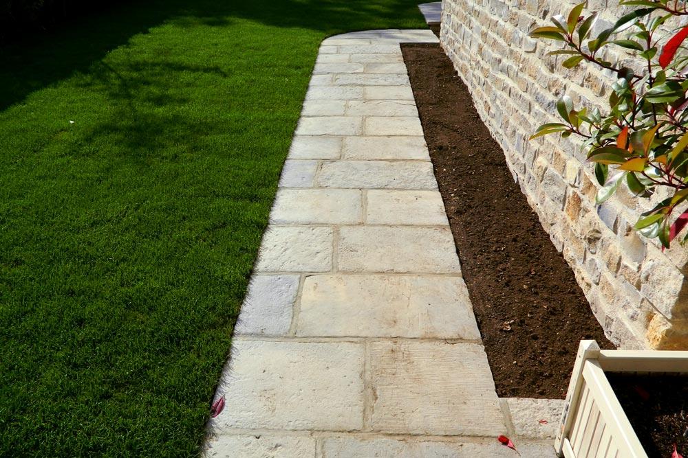 Flag stone garden pathway