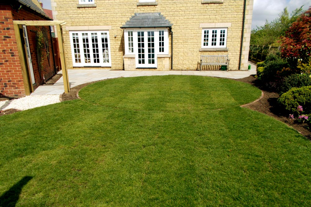 Curved lawns by Dan Groves Contracting