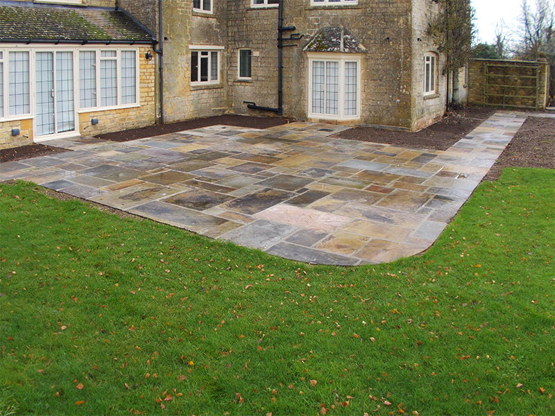 Reclaimed York Paving curved patio near Moreton in Marsh