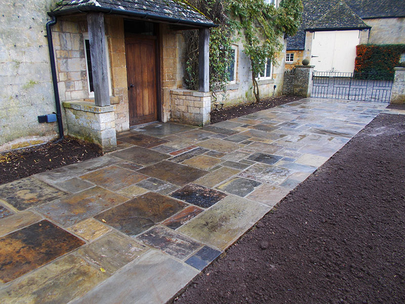 Reclaimed York Paving patio and beds by Dan Groves Contracting