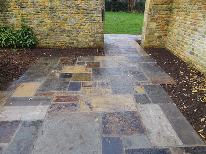 Reclaimed York Paving small patio by Dan Groves Contracting