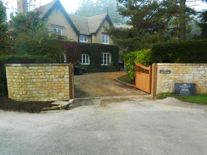 Landscaped Cotswold  drive Broadway by Dan Groves Contracting
