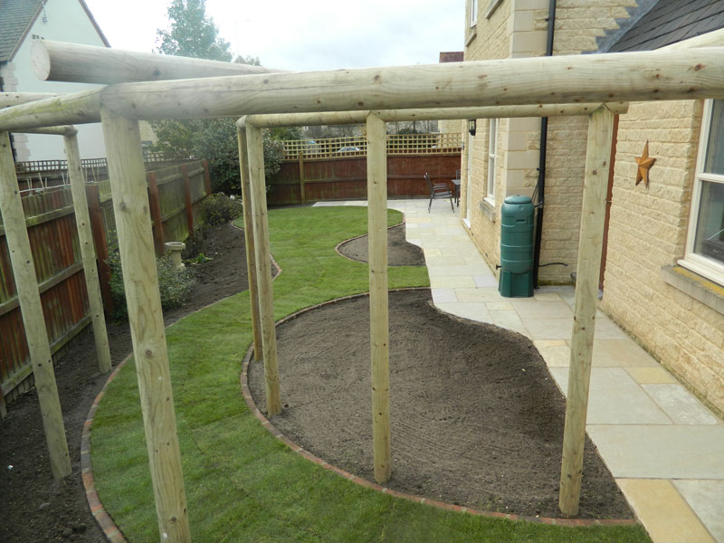 Dan-Groves-Contracting-landscaped-garden-pergola-moretone-in-marsh-01